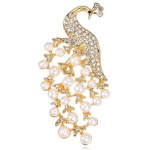 Zlatá brošňa peacock white pearls