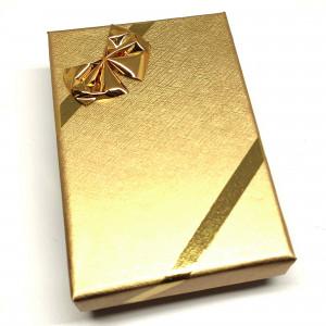 Červená darčeková krabička so vzorom na menšie súpravy